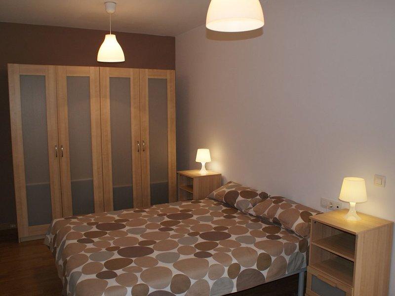 Apartamento bien comunicado, holiday rental in Tetir