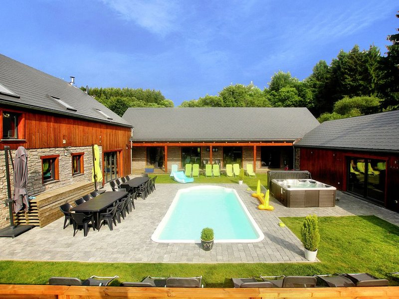 Plush Villa in Manhay with Heated Pool & Wellness Centre, holiday rental in Manhay