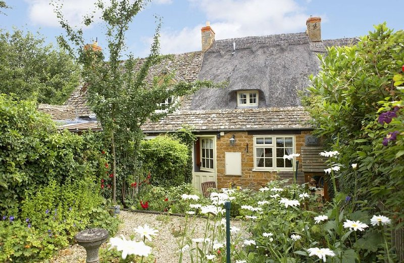 Rose Cottage, set in the Cotswolds, close to Chipping Campden, sleeps two guests, holiday rental in Paxford