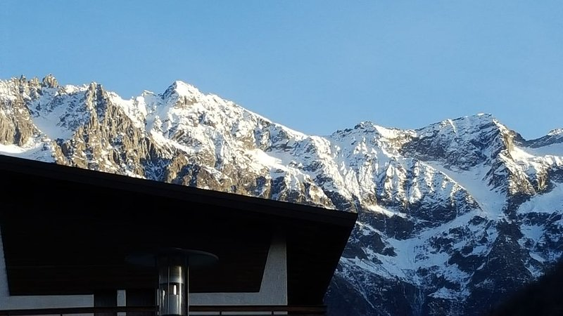 Luminoso appartamento nel centro di Ponte di Legno vicino alle piste da sci, holiday rental in Monno