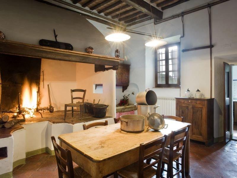 Villa in borgo agrituristico a due passi da Siena con piscina, wi-fi libero, Ferienwohnung in Bagnaia