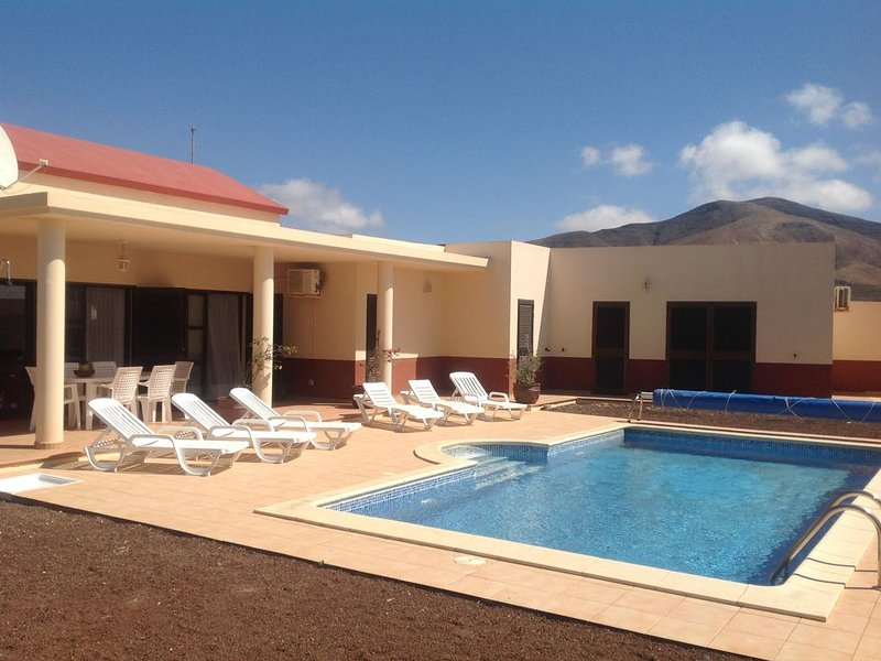- Private villa, Heated Pool, Air Con & Wifi - Set In Tranquil Village, holiday rental in Valles de Ortega