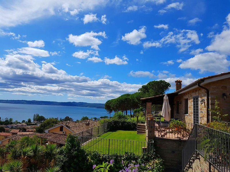 Isotta entire villa in the green lake view   qr code3553, holiday rental in Trevignano Romano