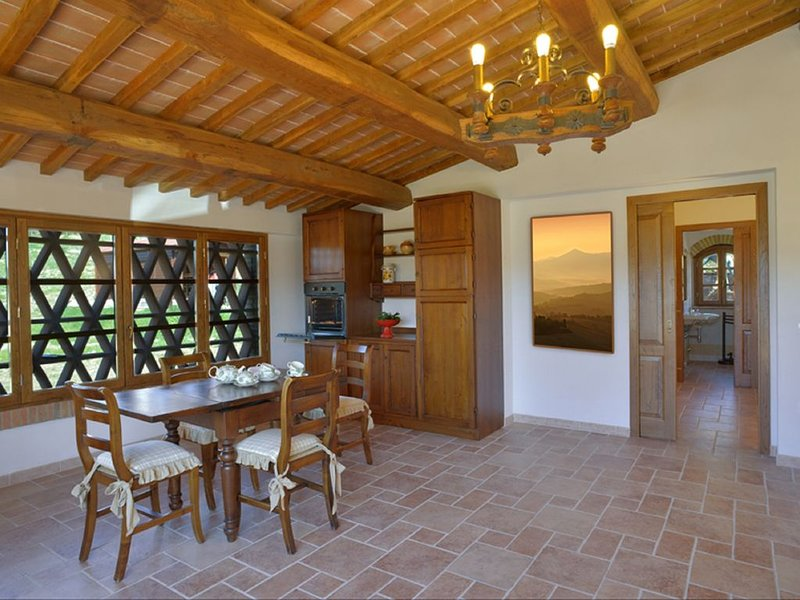 Nice apartment of 65 square meters a typical Tuscan farm building, nice finish., casa vacanza a Micciano