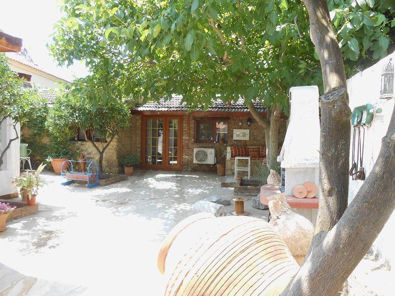 Village Farmhouse Bed & Breakfast in Ulamis / Seferihisar, Turkey, casa vacanza a Urla