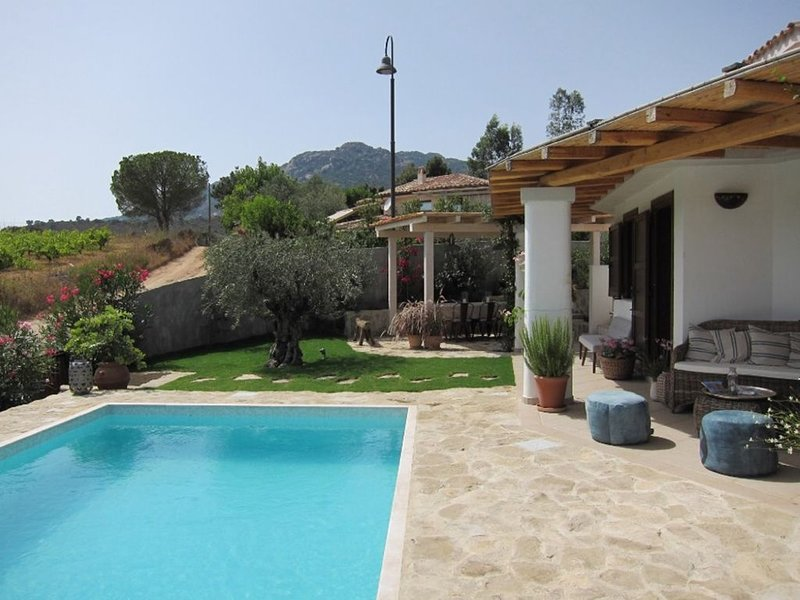 Private villa with Pool, holiday rental in Chia