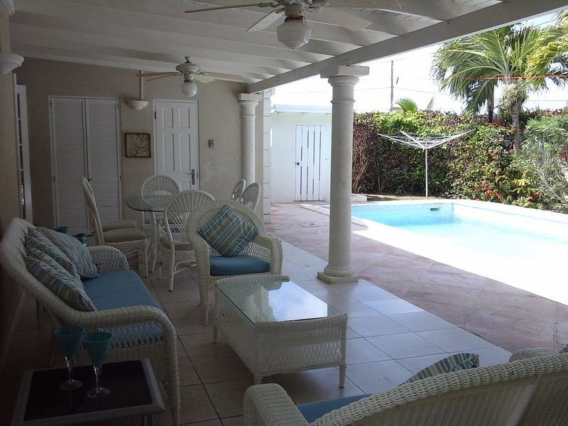 Take Five Villa with Private Pool And Spacious Patio - Xmas 2020 Special Rates, location de vacances à Saint Philip Parish