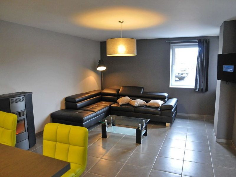 Peaceful Holiday Home in Somme-Leuze with Sauna, holiday rental in Heure