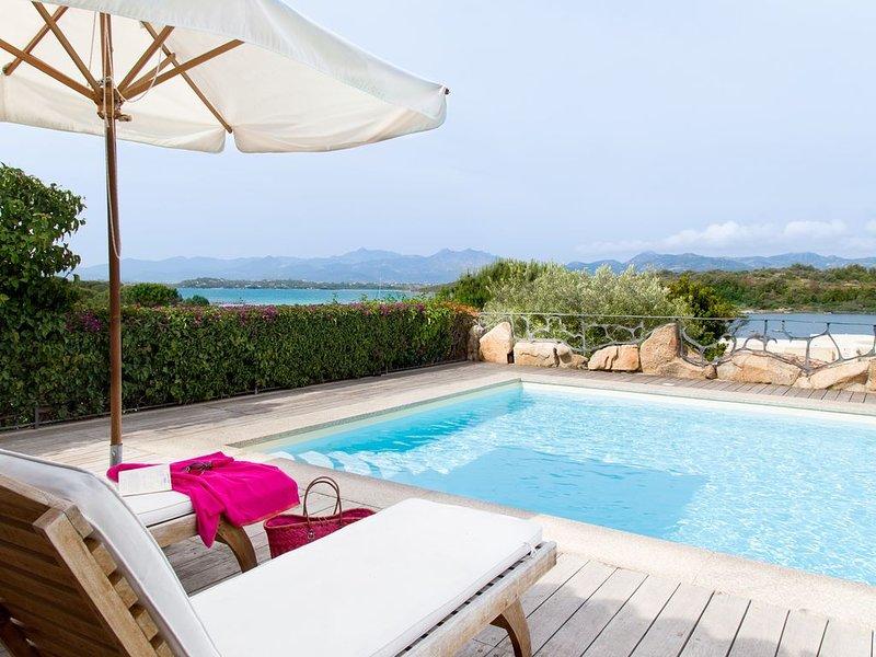 Five-bedroomed villa with private swimming pool and beautiful sea views, casa vacanza a Capo Coda Cavallo