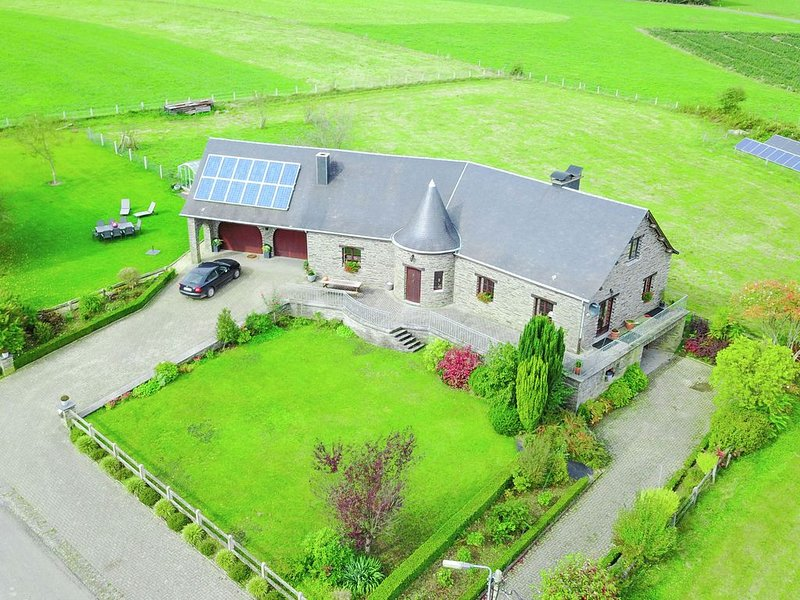 Beautiful comfortable villa in a quiet village, very nice surroundings, vacation rental in Vresse-sur-Semois