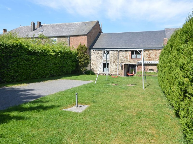 Charming Country Cottage in Winenne with Garden, vacation rental in Bourseigne-Vieille