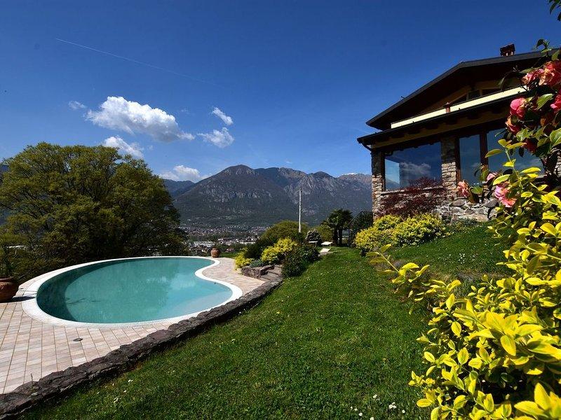 Classy Villa in Pisogne with Garden, BBQ, Pool, Sun-loungers, location de vacances à Zone