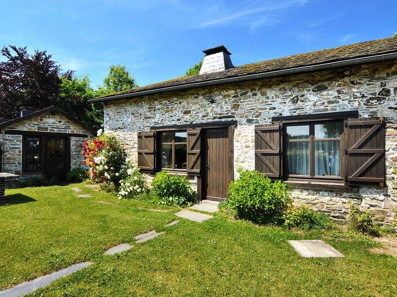 Picturesque Holiday Home in Petites Tailles with Garden, location de vacances à Lierneux