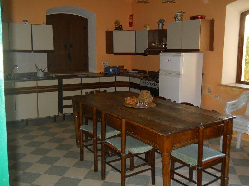 """La Villa """"Casello FS"""" (nome storico dell'abitazione) ALBERGABICI, holiday rental in Cammarata"""