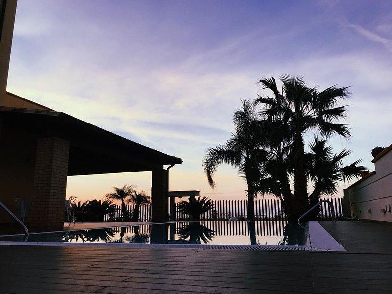 Villa Maria a 100 metri dal mare con piscina a sfioro, location de vacances à Capaci