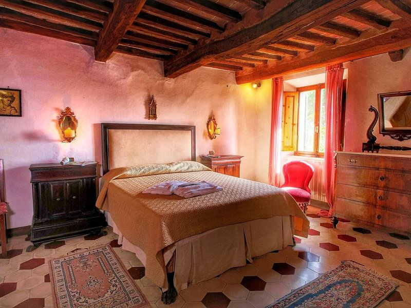 Cozy Farmhouse in Le Tolfe with Swimming Pool near Florence, Ferienwohnung in Colombaio