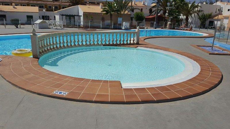 Lovely Apartment In The centre of Caleta 600 Metres To Beach. UK TV, FREE WIFI, alquiler vacacional en Caleta de Fuste