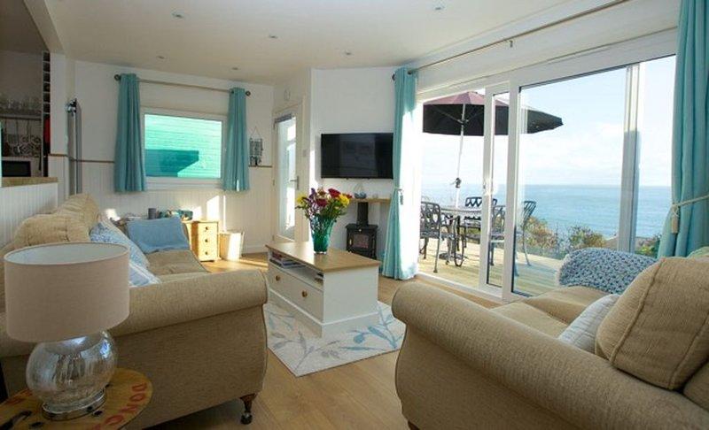 Seaglass, beautiful villa with spectacular sea views over Wheelers Bay, Ventnor, location de vacances à Bonchurch