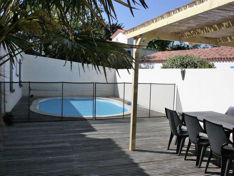 Villa avec piscine chauffée à deux pas de la mer et de la forêt, casa vacanza a Saint-Hilaire-la-Foret