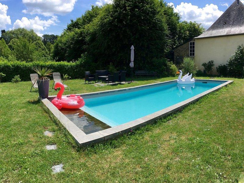 Gîte tout équipé avec piscine, aluguéis de temporada em Saint-Sulpice