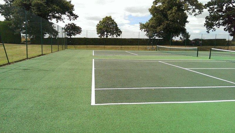 Courts de tennis - utilisation complémentaire des courts de tennis et de squash avec séjour
