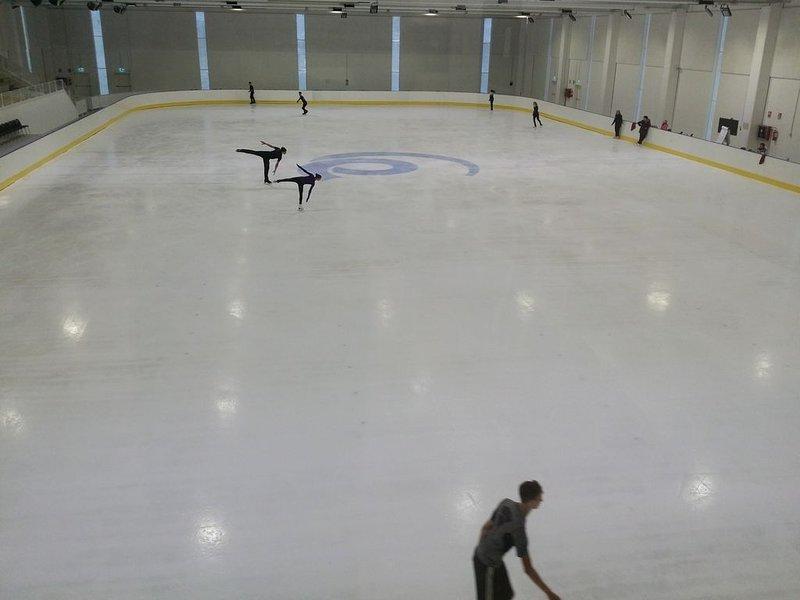 600m skating rink