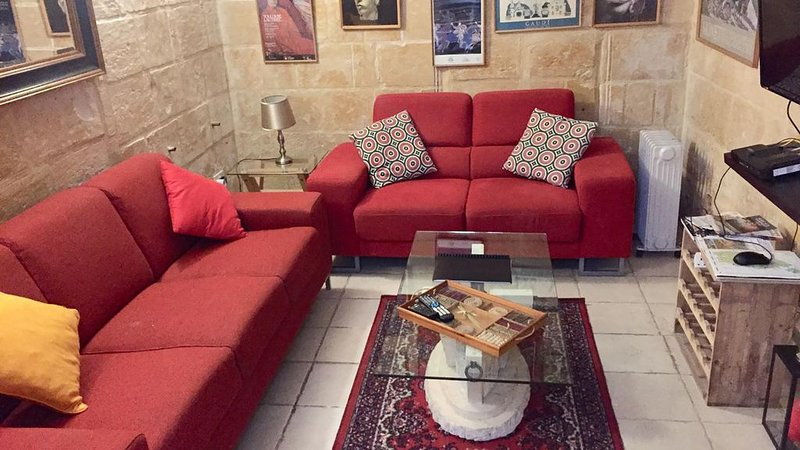 Valletta centre - apartment in historic building, vacation rental in Valletta