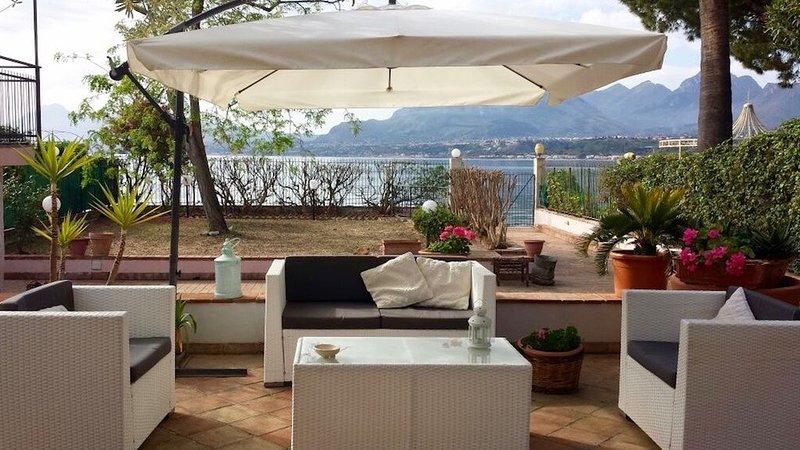 Villa Fergio' home in the sea, holiday rental in Solanto