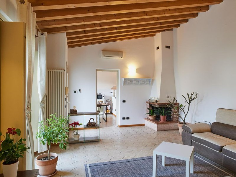 bcube - bed&breakfast del borgo, vacation rental in Sommo