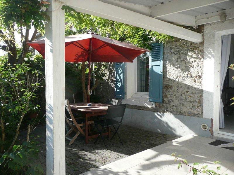 'Les Pervenches' Maison de Pêcheurs dans le Vieux Coutainville, Charme, repos !, vacation rental in Agon-Coutainville