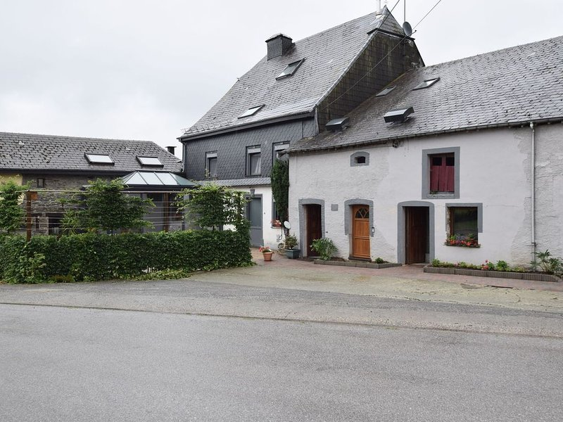 Pretty cottage with billart and 2 bathrooms near Neufchateau, vacation rental in Martelange