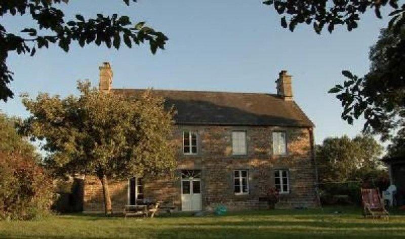 Grande maison familiale., location de vacances à Champcey