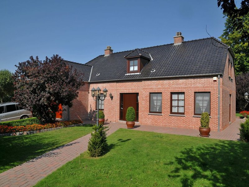 A comfortable holiday home with spacious garden, ideal for family events, holiday rental in Heure