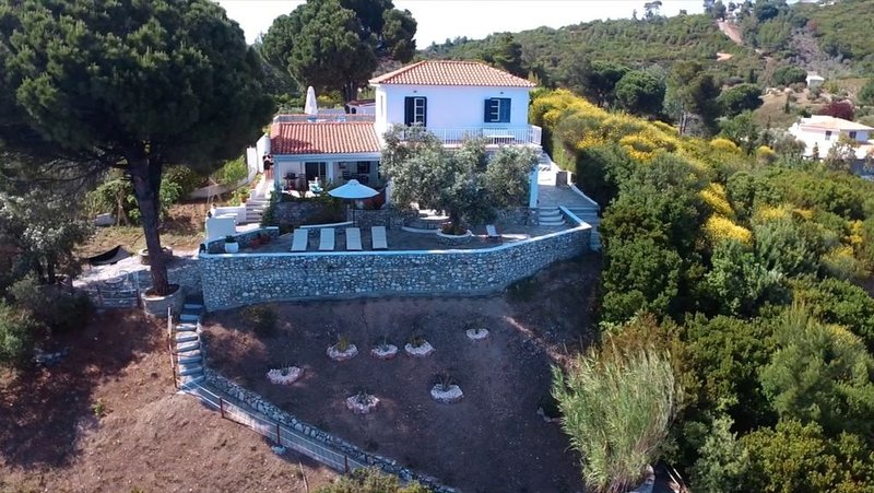 Charming, Unspoilt, Whitewashed Villa On the Sea With access to secluded Beach, vacation rental in Troulos
