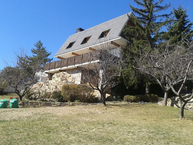 Chalet con estilo en la sierra de Madrid., holiday rental in Patones