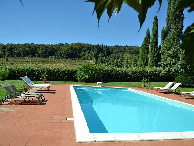 Modern Apartment in San Giusto Italy with Pool, aluguéis de temporada em Toiano