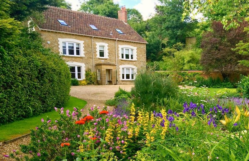 Puckhams' is wonderfully situated in the rural village of Stoke Abbott, a deligh, casa vacanza a Seaborough