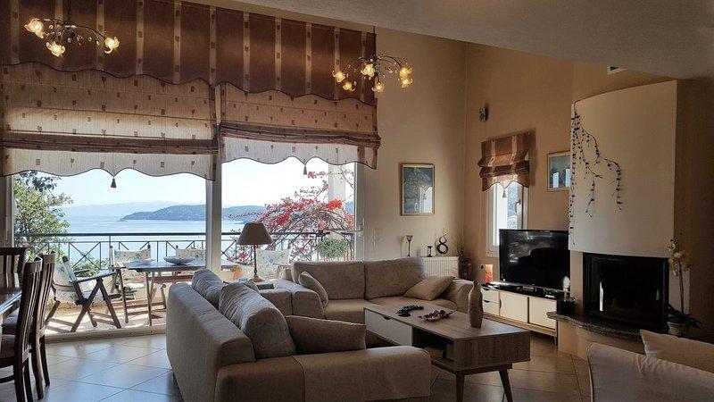 Bougainvillea House is a luxurious, modernly decorated house., location de vacances à Skiathos Town