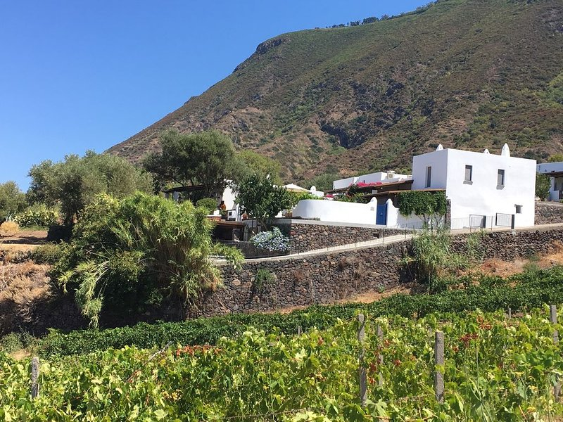 Casa Isabella: Serenity By The Sea, holiday rental in Malfa