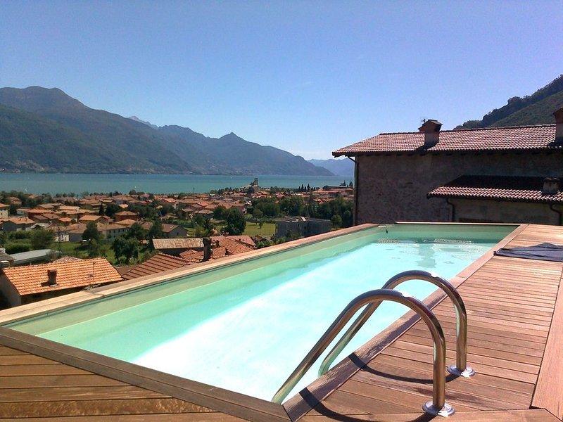 Romantico chalet con bellissima vista sul Lago di Como <3, casa vacanza a Dongo