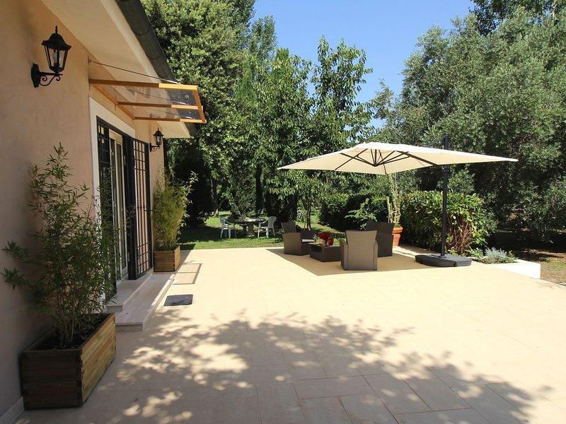 Vacanza in tranquillo e confortevole alloggio con piscina, vicino al mare e ROMA, holiday rental in Palo Laziale