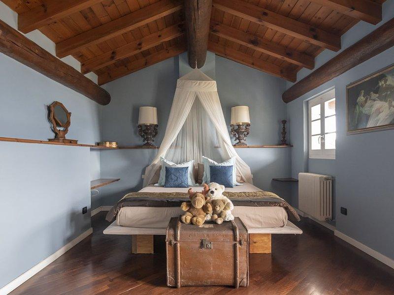 Elegante appartamento per vacanze su tre piani con vista sul lago di Como, holiday rental in Gravedona ed Uniti