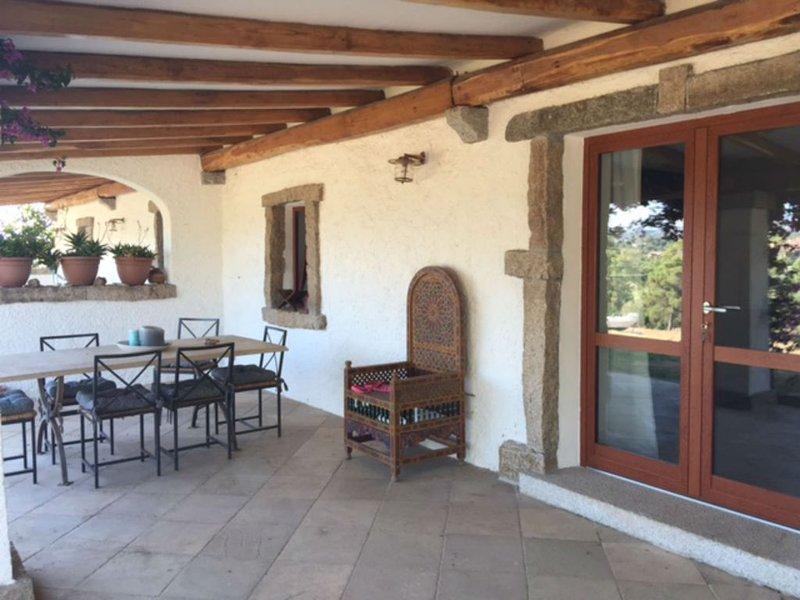 REY HOUSE AL MARE PANORAMA MOZZAFIATO offerta speciale WI-FI,PARCHEGGIO, vacation rental in Baia Sardinia