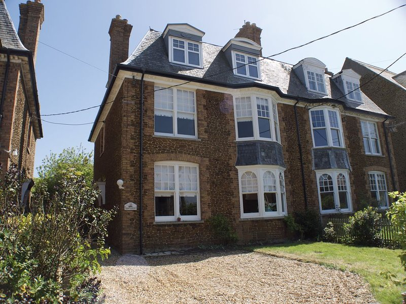 Oakleigh - Large victorian villa close to beach with luxury coastal furnishings, holiday rental in Hunstanton