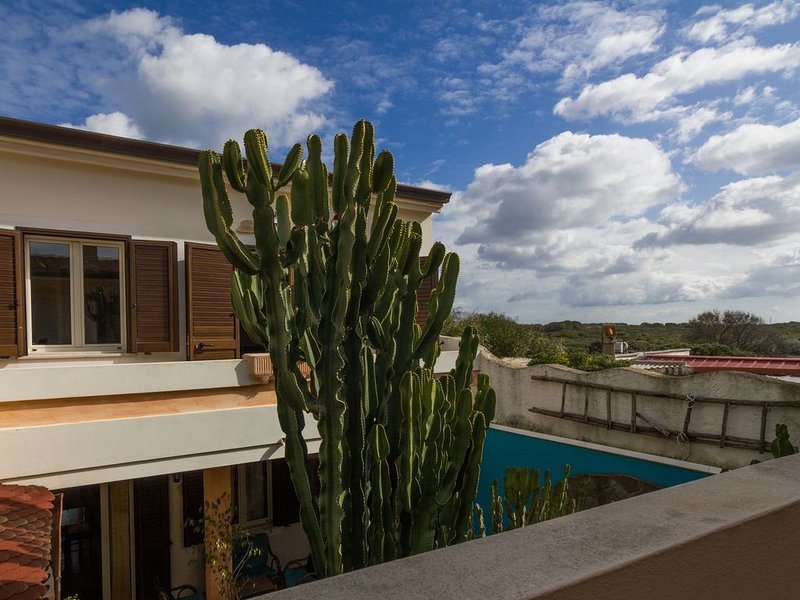 Appartamento luminoso perfetto per 2 coppie o famiglie, holiday rental in Putzu Idu