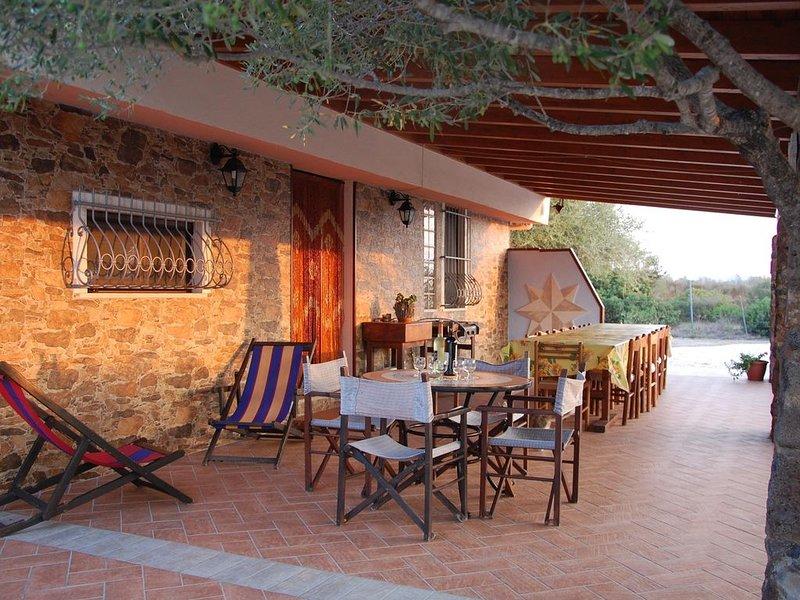 Villa immersa nella macchia mediterranea a 1 km dal mare ,offer dal 05 al 12 08, alquiler de vacaciones en Orosei
