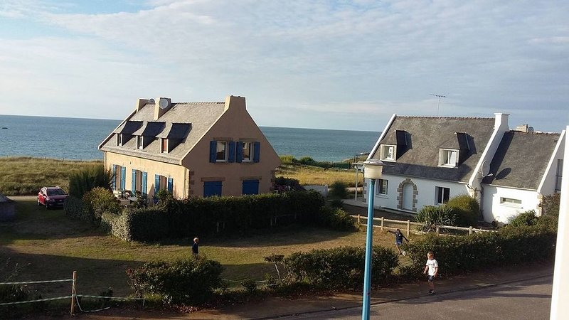 maison bord de mer les pieds dans l eau, vacation rental in Erquy