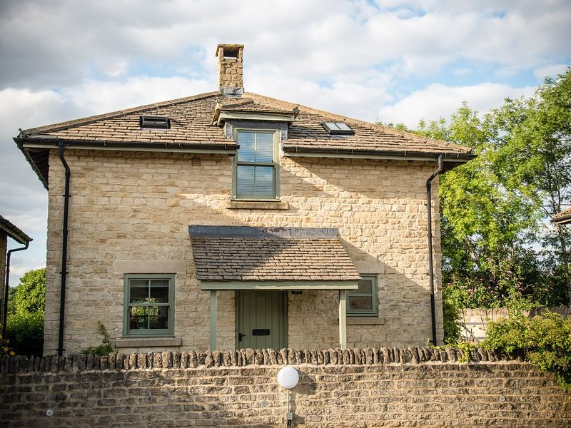 Cosy family cottage on Cotswold nature reserve, vacation rental in Ashton Keynes