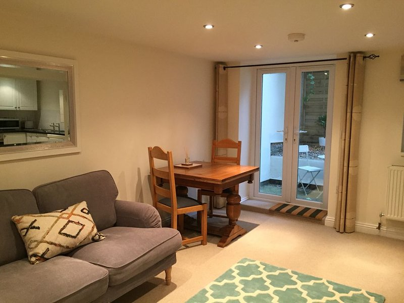 1 bedroom courtyard apartment, Central Cheltenham, alquiler vacacional en Cheltenham