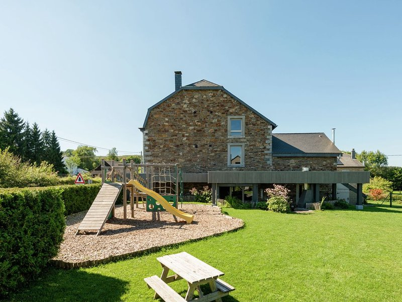 Beautiful Holiday Home with Sauna in Manhay, holiday rental in Manhay